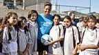 Karina LeBlanc, ambassadrice d'UNICEF Canada, a organisé un stage de soccer pour les enfants à l'île de la Dominique en 2015. Photo: UNICEF Canada. (Groupe CNW/UNICEF Canada)