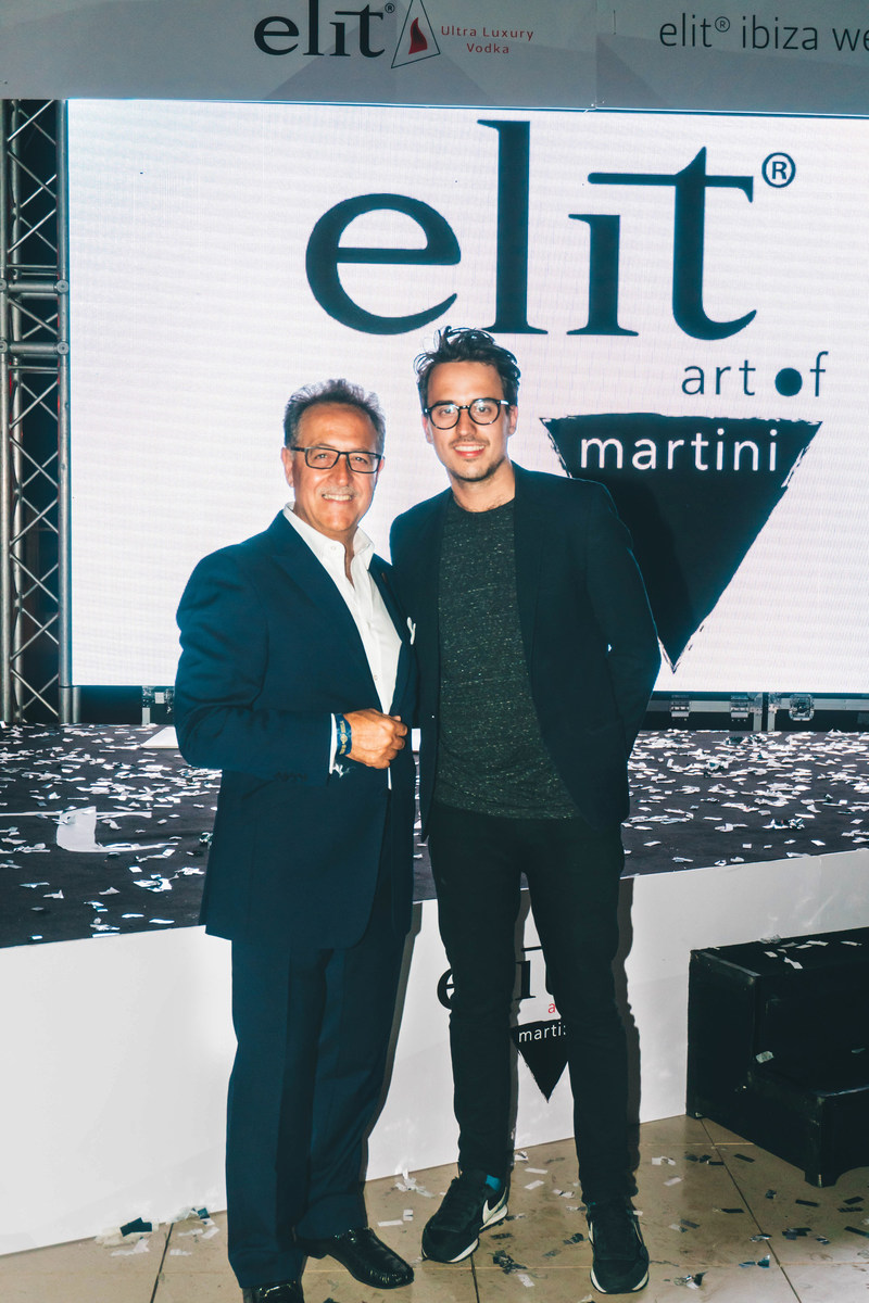 Salvatore Calabrese congratulates Will Meredith, Global Winner of elit art of martini Competition