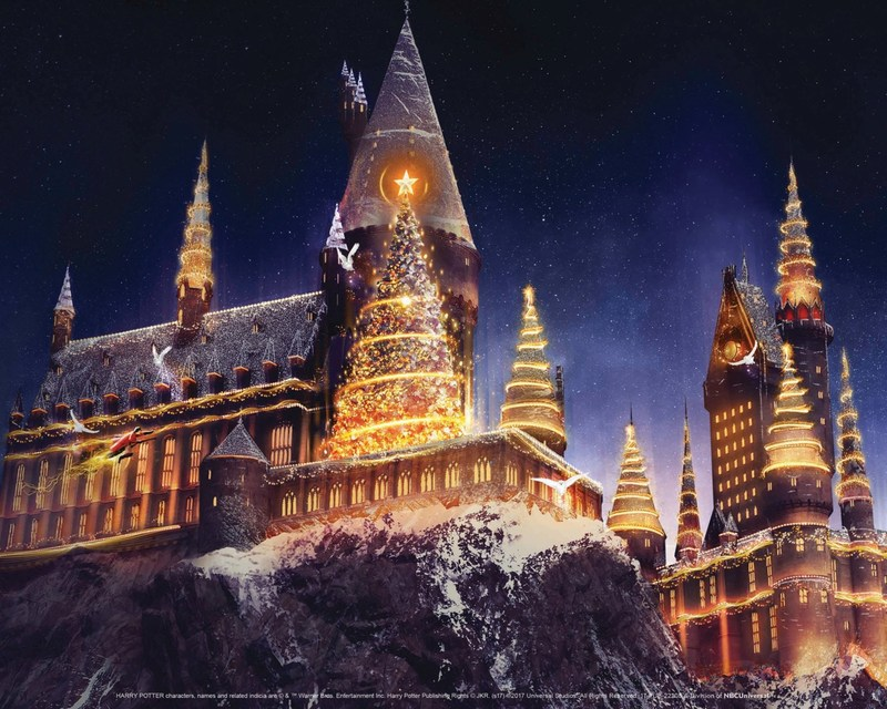 """All-New """"Christmas in The Wizarding World of Harry Potter"""" and the Heartwarming Return of """"Grinchmas"""" Ring in the Festive Holiday Season at Universal Studios Hollywood"""