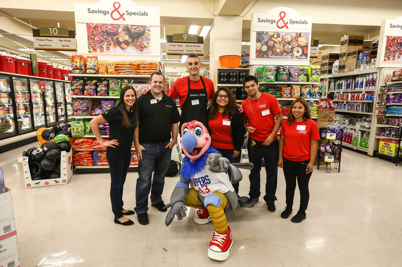 "L.A. Clipper Sam Dekker (third from left) alongside Chuck the Condor (center) surprised Smart & Final store associates and shoppers as an ""Undercover Bagger"" at the Downtown Los Angeles Smart & Final Extra! The event celebrated Smart & Final's partnership with the team as the official grocery and warehouse store of the L.A. Clippers."