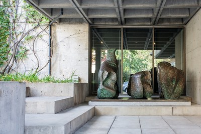 Henry Moore, (1898-1986), Three Piece Reclining Figure N° 1, 1961-1962, bronze, 1/7, cast Hermann Noack, Berlin. MMFA, Gift of the Canadian Imperial Bank of Commerce. © The Henry Moore Foundation. All Rights Reserved, DACS / SODRAC (2017). Photo Sébastien Roy. (CNW Group/CIBC)