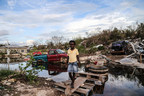 In the aftermath of Hurricane Irma, a young girl crosses an improvised wooden bridge which she built, in the Turks and Caicos Islands. © UNICEF/UN0122368/Moreno Gonzalez (CNW Group/UNICEF Canada)