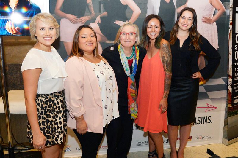 Brittany Leborgne, Heather White, L'hon. Carolyn Bennett, Ministre des Relations Couronne-Autochtones et des Affaires du Nord, Maika Harper et Jennifer Pudavick (Groupe CNW/FONDS DES MEDIAS DU CANADA)