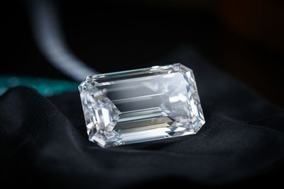 Diamond necklace featuring 163-carat flawless emerald stone, largest of its kind ever to be put up for an auction, has been unveiled in Hong Kong on Thursday September 28 (PRNewsfoto/de GRISOGONO)