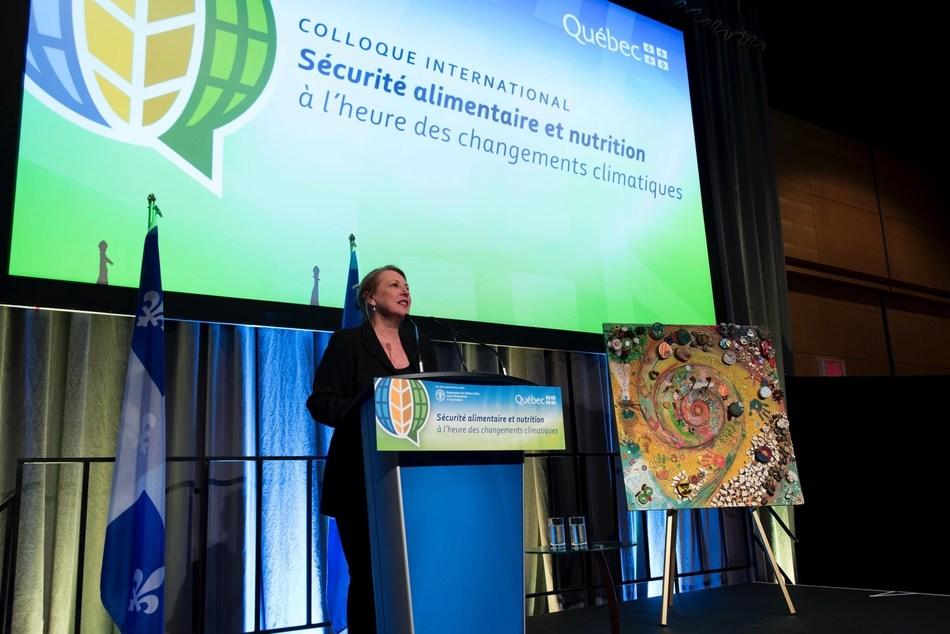La ministre des Relations internationales et de la Francophonie, Christine St-Pierre, au Colloque international sur la sécurité alimentaire et la nutrition à l'heure des changements climatiques (Groupe CNW/Cabinet de la ministre des Relations internationales et de la Francophonie)