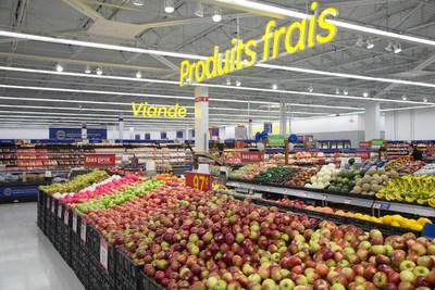 Walmart Canada inaugure son tout nouveau Supercentre à Longueuil. L'événement marque également l'arrivée au Québec du tout premier prototype de magasin offrant la technologie Scannez & Payez. (Groupe CNW/Walmart Canada)