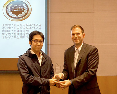 Mr. Seo Mansu from KARI (Korea Aerospace Research Institute) accepting the 2017 Don Miller Award from Mentor's Doug Kolak, for system-level thermo-fluid design excellence on behalf of his colleague, Mr. Hwayoung Oh, and the rest of the team.