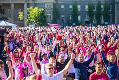Les Canadiens à travers le pays participant dans la Course à la vie CIBC de la Société canadienne du cancer et amassent des fonds pour changer l'avenir du cancer du sein. Source: Sarjoun Faour pour la Société canadienne du cancer. (Groupe CNW/Société canadienne du Cancer)