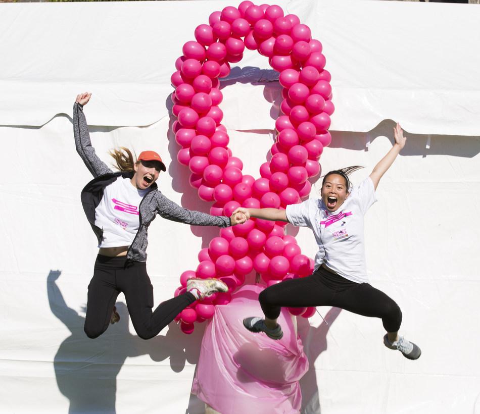 Les créateurs de changement se rassemblent pour appuyer la Course à la vie CIBC de la Fondation canadienne du cancer du sein. (Groupe CNW/Banque CIBC)