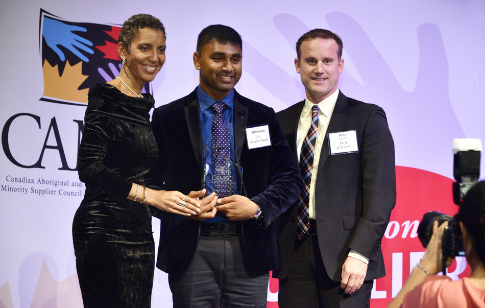 Trinity Tech Inc. President and CEO Dunstan Peter (middle) accepts the Supplier of the Year Award from (l) Cassandra Dorrington, President, Canadian Aboriginal and Minority Supplier Council (CAMSC) and (r) Brett Schauber, Senior Manager, Fiat Chrysler Automobiles at the CAMSC 13th Annual Business Achievement Awards held in Toronto on Thurs. Sept. 28, 2017. Photo courtesy of CAMSC. (CNW Group/Trinity Tech Inc.)