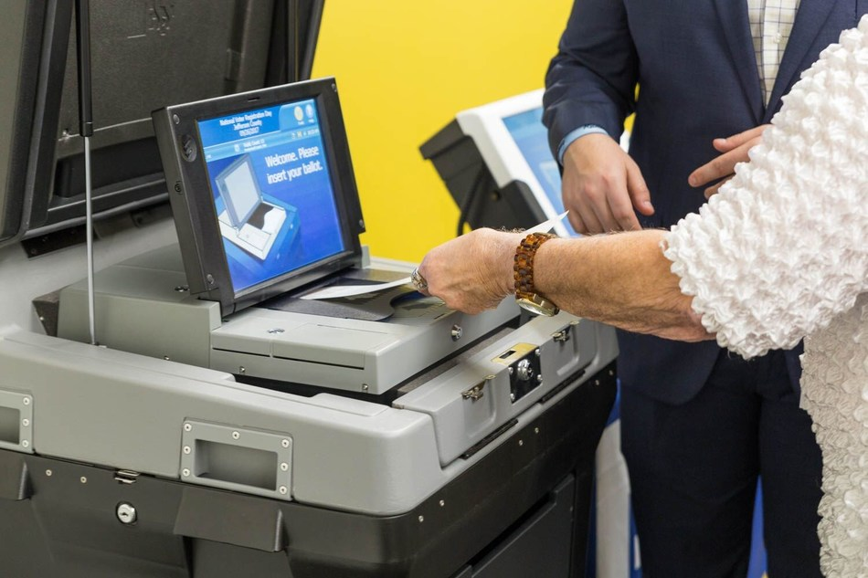 DS200 precinct scanner and tabulator combines the best attributes of a paper-based ballot system with the flexibility and efficiency of the latest digital-image technology – taking traditional optical-scan ballot vote tabulation to a new level.