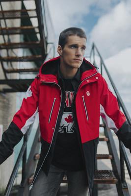 Max Parrot, planche à neige - Max Parrot porte la tenue de la collection officielle d'Équipe Canada de la Baie d'Hudson pour PyeongChang 2018 (Groupe CNW/la Baie d'Hudson)