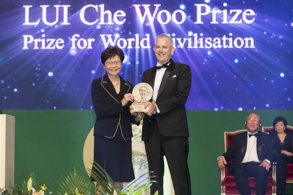 Mr. Chris Jochnick, President and CEO of Landesa, on behalf of Landesa, receiving the Welfare Betterment Prize of LUI Che Woo Prize - Prize for World Civilisation 2017.