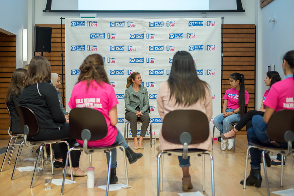 """Plan International Canada Global Ambassador Sophie Grégoire Trudeau met with girl advocates at an interactive roundtable discussion that explored bridging the """"dream gap"""" – a combination of barriers such as gender stereotypes and discrimination that often prevent girls from pursuing their aspirations. (CNW Group/Plan International Canada)"""