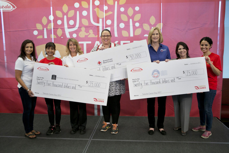 From left to right: Marly Subido, Mothers Trust Foundation; Ramona Sequeira, President, U.S. Business Unit, Takeda; Susan Suhling, Mothers Trust Foundation; Susan Westerfield, American Red Cross; Jamie Nelson, Operation Support Our Troops—America; Evelyn Sanguinetti, Lieutenant Governor, Illinois; Sandy Rodriguez, Vice President, Corporate Communications, Takeda