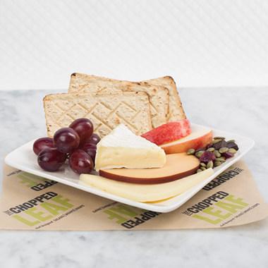 WestJet s'est associée au restaurant décontracté de produits frais, The Chopped Leaf, afin d'offrir la nourriture de ce restaurant à bord de ses avions. (Groupe CNW/WestJet)