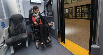 State-of-the-art low-entry vestibule area on MCI D45 CRT LE aids accessibility for all passengers including those using mobility devices. (CNW Group/New Flyer Industries Inc.)