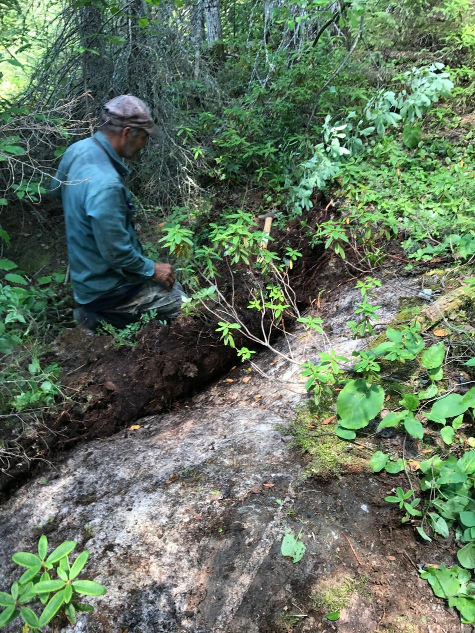 Sampling pegmatites in the Nama Creek area (CNW Group/Rock Tech Lithium Inc.)