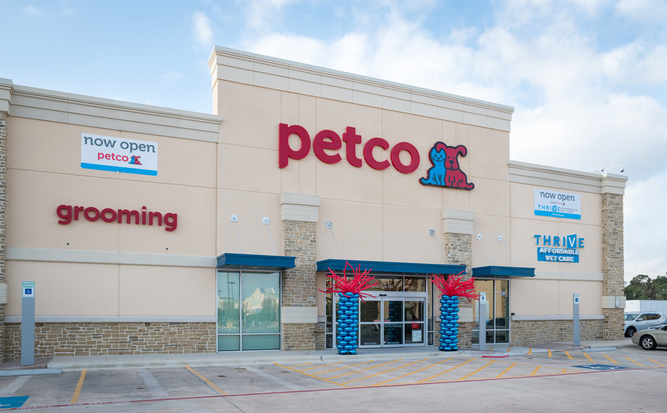 Pet specialty retailer opens first in-store veterinary hospital in Aldine, Texas this month
