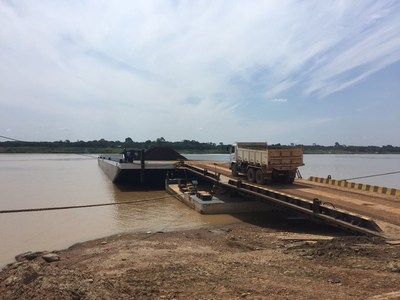 Manganese product transferred to barges at Porto Velho (CNW Group/Meridian Mining S.E.)