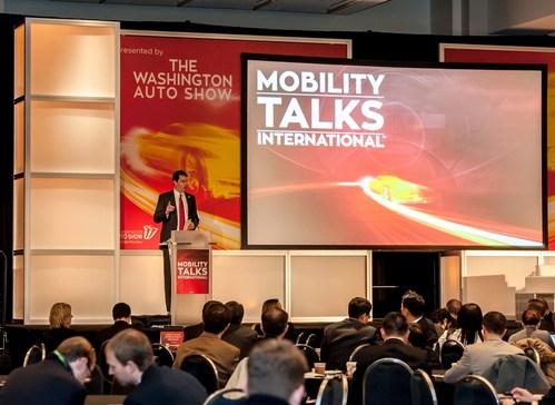 Le président et PDG du Salon de l'automobile de Washington John O'Donnell s'adresse au public dans la conférence MobilityTalks International de 2017.