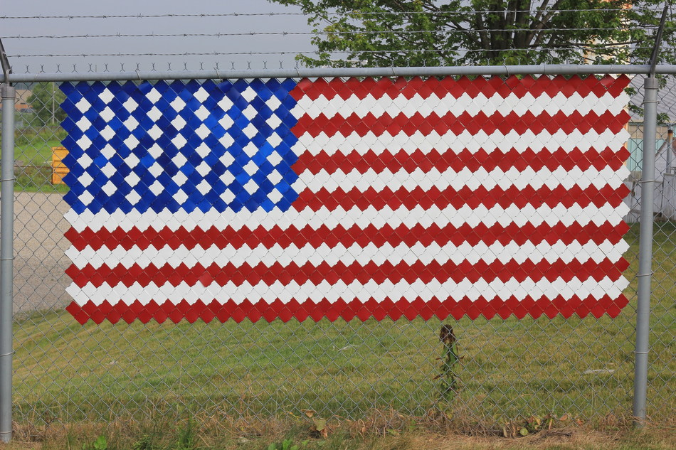 Making this flag is a snap with Fence Pixels (CNW Group/Ingersoll Products Inc.)