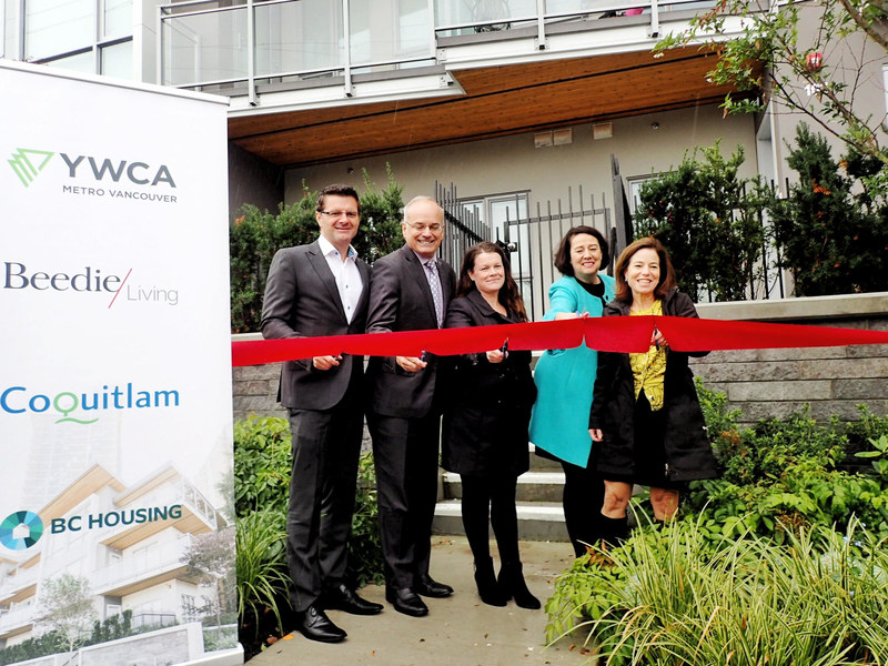 The YWCA Metro Vancouver, developer Beedie Living, the City of Coquitlam, and  BC Housing collaborated to provide seven new townhomes for single mothers and their children at YWCA's Como Lake Mews. Pictured left to right: Beedie Development's Rob Fiorvento, Coquitlam Mayor Richard Stewart, resident Maureen Cleary, YWCA Metro Vancouver CEO Janet Austin, and BC Housing Minister Selina Robinson. (CNW Group/Beedie Living)