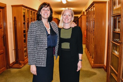 The Minister of Environment and Climate Change, Catherine McKenna, and her counterpart from the United Kingdom, Minister of State for Climate Change and Industry, Claire Perry, following a meeting at the Houses of Parliament in London. (CNW Group/Environment and Climate Change Canada)