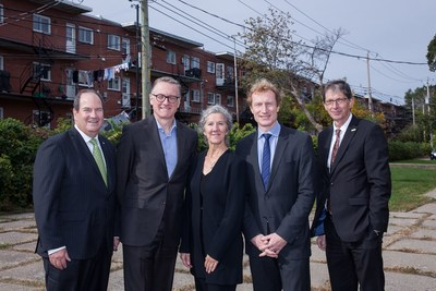 From left to right: Denis Berthiaume (Desjardins Group), Jean-Marc Chouinard (Fondation Lucie et André Chagnon), Édith Cyr (Bâtir son quartier et Gérer son quartier), Marc Miller (député à la Chambre des communes) and Gaétan Morin (Fonds de solidarité FTQ) – Photographer : Valérian Mazataud (CNW Group/Bâtir son quartier)