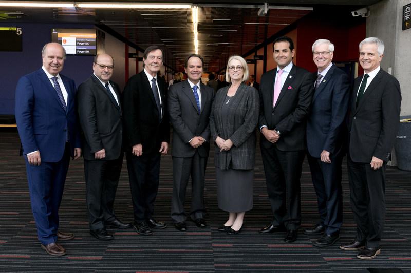 (de gauche à droite) : Pierre Dumouchel, directeur général de l'ÉTS, Luc-Alain Giraldeau, directeur général de l'INRS, Robert Proulx, recteur de l'UQAM, Jeronimo Castro Jaramillo, directeur général de COLFUTURO, Johanne Jean, présidente de l'Université du Québec, Andrès Eduardo Vásquez Plaza, président d'ICETEX, Daniel McMahon, recteur de l'UQTR et Denis Harrisson, recteur de l'UQO. (Groupe CNW/Université du Québec)