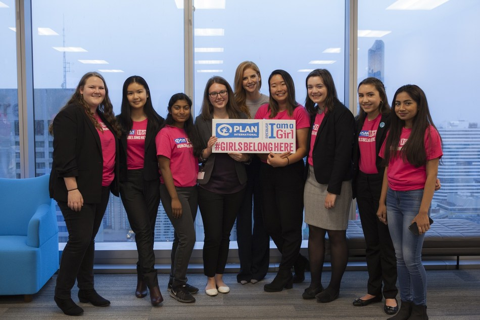 To celebrate the sixth annual International Day of the Girl, Suits star and Plan International Canada Celebrated Ambassador Sarah Rafferty joins a group of passionate young advocates for gender equality for a roundtable discussion on the power of ambitious career aspirations and why it's important for girls to dream big. (CNW Group/Plan International Canada)