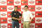 Mr.Ajay Jain, VP, Automotive Aftermarket 3M Car Care with Mr.Nisargh Shah, Memnagar store franchise owner at 3M Car Care 100th store launch in Ahmedabad (PRNewsfoto/3M India)