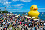 World's Largest Rubber Duck makes its Canadian debut at the 2017 Redpath Waterfront Festival. Photo by Jim Orgill. (CNW Group/Water's Edge Festivals & Events)
