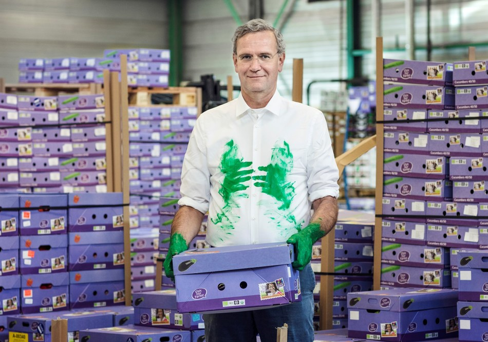 "Volkert Engelsman, the ""greengrocer with a radical vision"" who tops the Dutch Sustainability top-100 (PRNewsfoto/Eosta)"