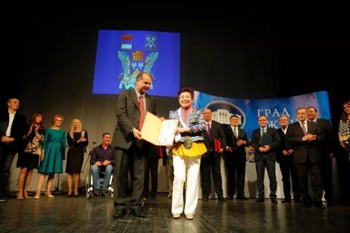 "Government of Uzice awards Linda Wong ""Senior Economic Adviser"" Honor"