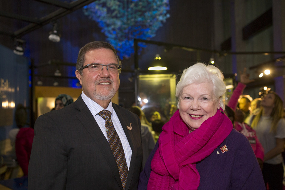 Maurice Bitran, CEO and Chief Science Officer, Ontario Science Centre, and The Honourable Elizabeth Dowdeswell, Lieutenant Governor of Ontario, celebrate Lake Ontario's beauty, ecology and majestic depths at the launch of DEEP BLUE, a community-created art installation, today. DEEP BLUE will remain on permanent display at the Ontario Science Centre. (CNW Group/Ontario Science Centre)
