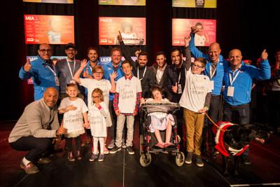 Les ambassadeurs en compagnie des enfants parrainés, lors du lancement officiel de la 17e édition du 24h de Tremblant. (Groupe CNW/24h Tremblant)