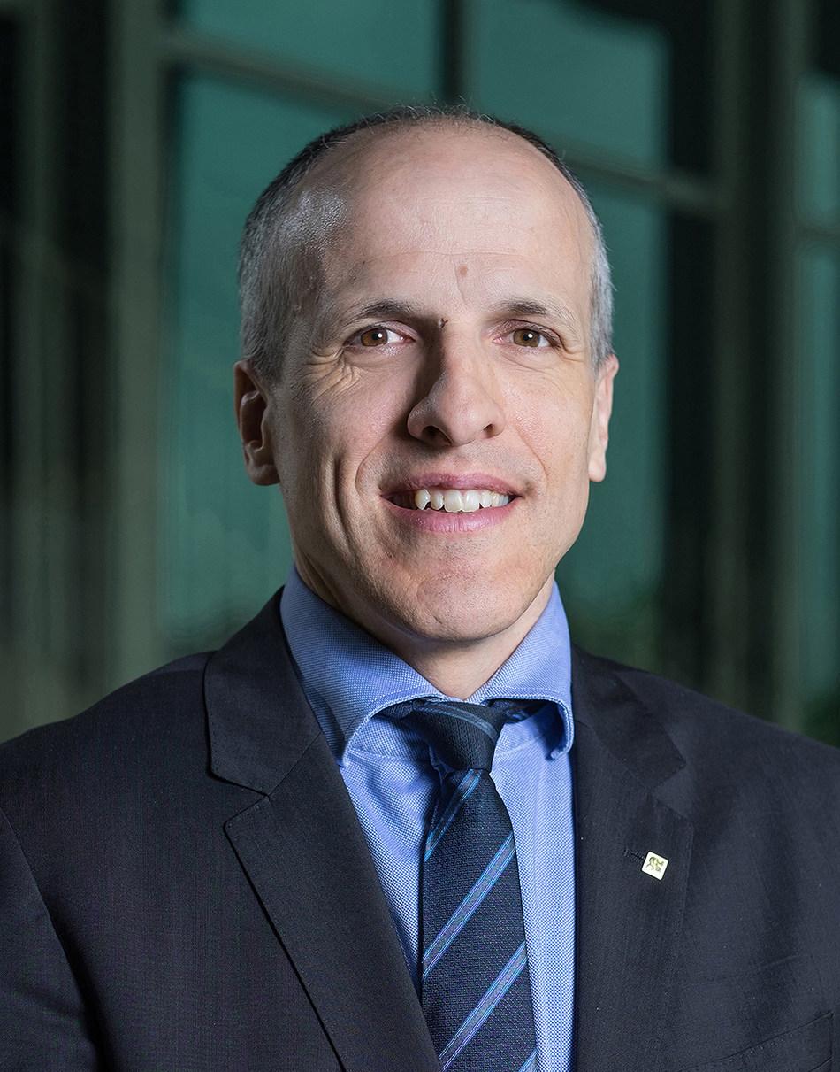 The President of Université de Sherbrooke, Pierre Cossette (CNW Group/Université de Sherbrooke)