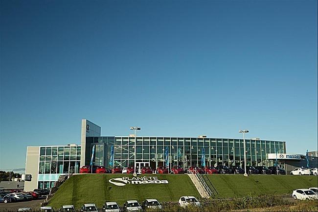 Planète Mazda (CNW Group/AutoCanada Inc.)