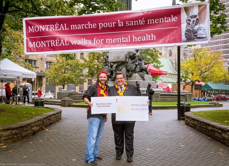 Mayor Coderre with Mathieu Papasidero, a member of the Walk's Organizing Committee (CNW Group/Montréal Marche pour la santé mentale)