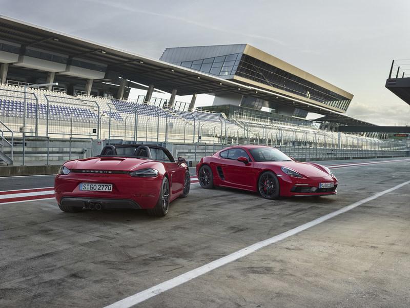 Porsche élargit sa gamme de voitures sport à moteur central avec l'ajout des nouvelles biplaces 718 Boxster GTS et 718 Cayman GTS. (Groupe CNW/Automobiles Porsche Canada)