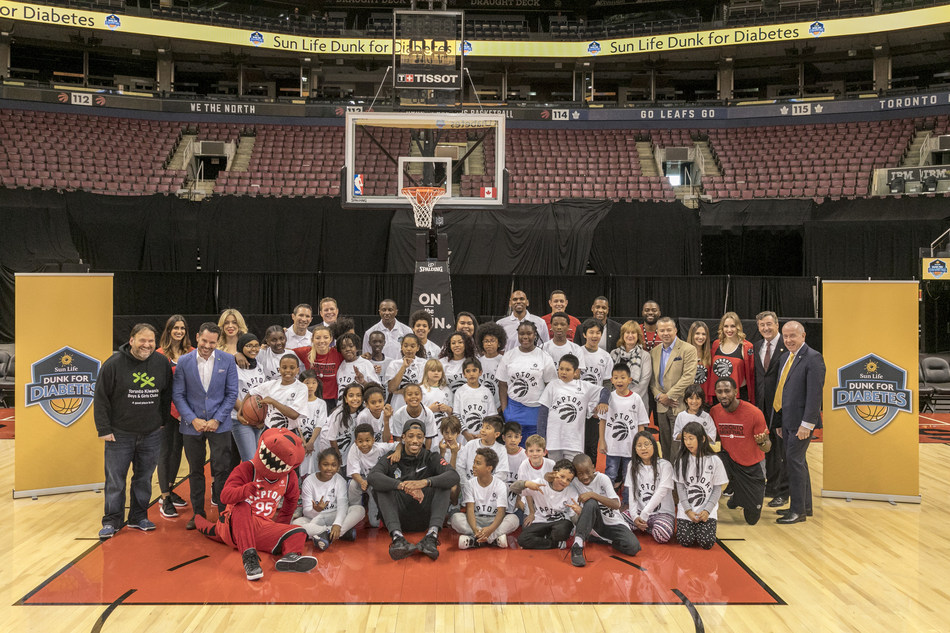 Boys and Girls Clubs of Canada youth in action at the launch of the Sun Life Dunk for Diabetes program. (CNW Group/Sun Life Financial Inc.)
