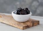 """La recherche scientifique a démontré que la consommation d'une portion de cinq pruneaux par jour peut aider à ralentir et à prévenir la perte osseuse."""" (Groupe CNW/California Dried Plum Board)"""