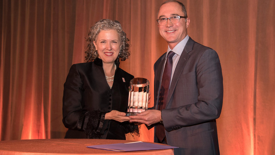 Keep America Beautiful President and CEO Helen Lowman presents Keep America Beautiful's 2017 Vision for America Award to Delta Air Lines President Glen Hauenstein. Keep America Beautiful presents the Vision for America Award annually to a corporation whose commitment to corporate social responsibility and sustainability has significantly enhanced civic, environmental and social stewardship. (Photo by Kate Eisemann)