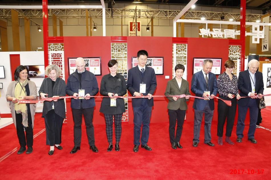 Le design chinois illumine le Sommet mondial du design à Montréal (PRNewsfoto/China National Machinery Indust)