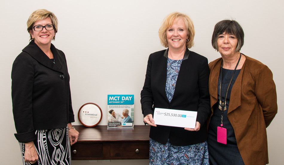 Karen Kaminska (left) of Economical Insurance and Liz Cosgrove of MCTI (right) present $25,530 from the 2017 MCT Day to Jo-Anne Poirier, President & CEO of VON Canada (CNW Group/Economical Insurance)
