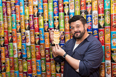 TV personality, culinary traveler and author Adam Richman joins Pringles at the grand opening of the Pringles Stack Shack, a three-day pop-up in New York dedicated to flavor stacking - a delicious new way to enjoy Pringles crisps - on Wednesday, OCT. 18, 2017. (PRNewsfoto/Kellogg Company)