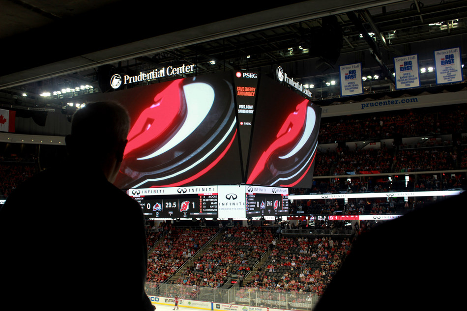 Trans-Lux rocks sports & entertainment landscape by lighting up the largest in-arena scoreboard in the world
