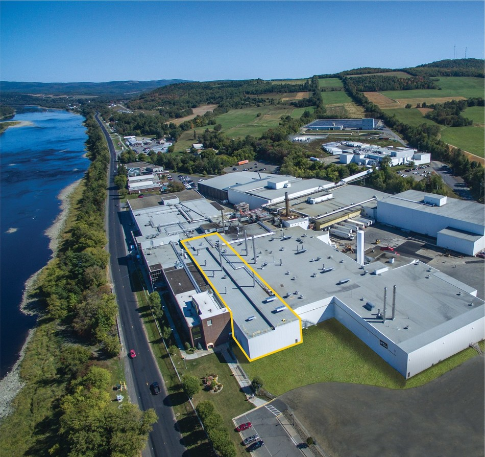 McCain Foods célèbre ses 60 ans en affaires avec l'inauguration de sa nouvelle chaîne de production de produits de pommes de terre de spécialité à la fine pointe de la technologie d'une valeur de 65 millions de dollars, agrandissant ainsi sa principale usine de transformation de pommes de terre à Florenceville-Bristol, au Nouveau-Brunswick. (Groupe CNW/McCain Foods (Canada))