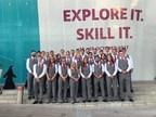 WorldSkills Équipe Canada 2017 arrive à la Cérémonie de clôture du Mondial des métiers 2017, à Abou Dhabi, dans les É.A.U., le 19 octobre. Source de la photo : Skills/Compétences Canada (Groupe CNW/Skills/Compétences Canada)